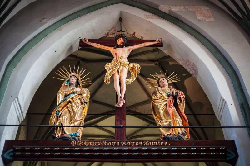 Grupa ukrzyżowania w kościele św. Mikołaja