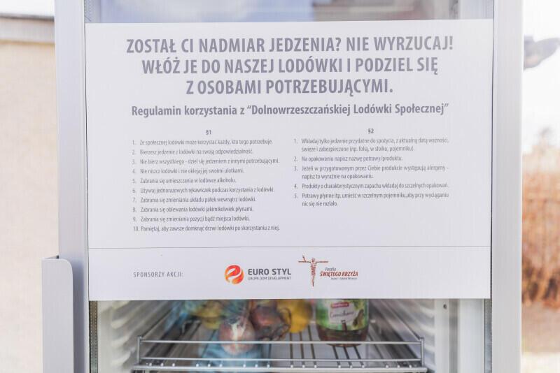 Zasady korzystania z lodówki są bardzo proste - a w razie wątpliwości wystarczy przeczytać instrukcję znajdującą się na drzwiach