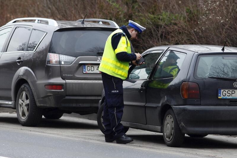 Coraz ładniejsza aura za oknem sprawia, że kierowcy chętniej dociskają pedał gazu. Nie zapominajmy, że wraz ze wzrostem prędkości panowanie nad pojazdem staje się coraz trudniejsze