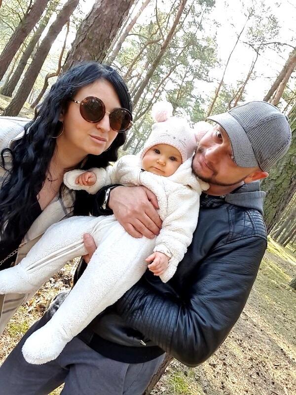 Nz. Anna i Yevhenii Wójtowiczowie z córeczką Bianką