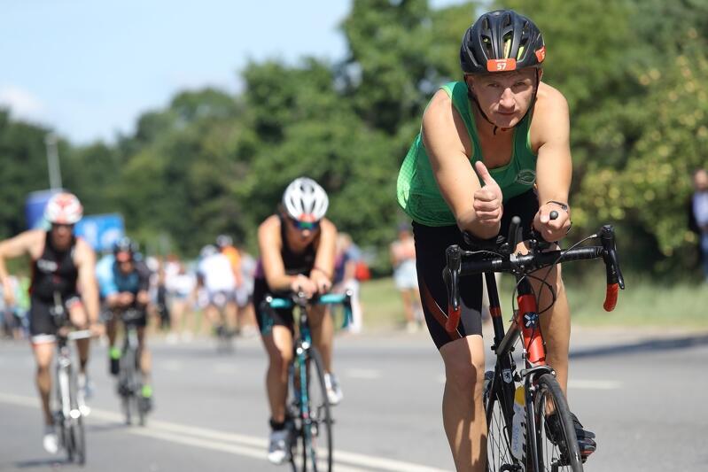 Triathlon to pływanie, bieg i jazda na rowerze. W Challenge Triathlon Gdańsk startować można na dwóch dystansach (sprinterskim i średnim) indywidualnie lub w sztafecie