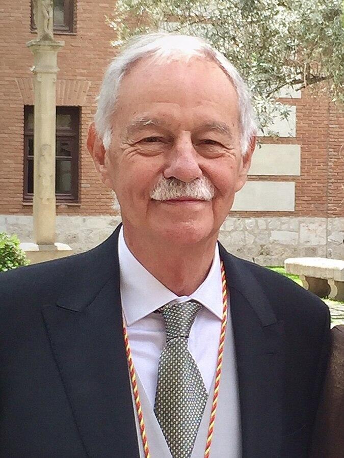 Eduardo Mendoza w 2017 roku odebrał Nagrodę Cervantesa za 2016 rok, hiszpańską nagrodę literacką przyznawaną za całokształt twórczości, uważaną za Nobla hiszpańskiego kręgu kulturowego