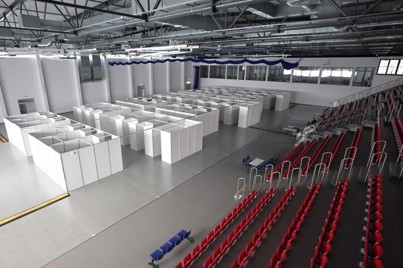 W Centrum Sportowym ustawiono już boksy, w których przyjmowane będą osoby chętne do zaszczepienia