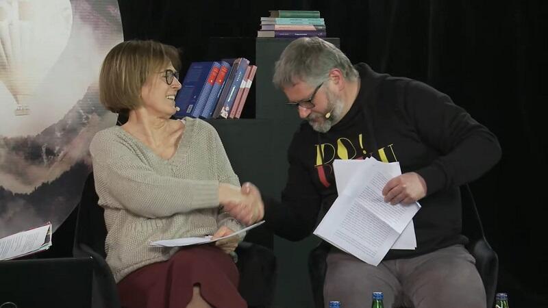 Ewa Zaleska i Wojciech Charchalispo pasjonującym sparingu hiszpańskim , w którym tłumaczyli ten sam fragment literatury hiszpańskiej