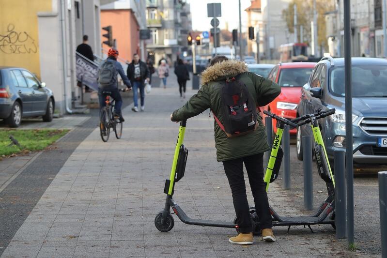 Nowe zasady używania hulajnóg w mieście to również ograniczenie prędkości