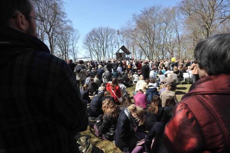 W najlepszych latach na odpust do Świętego Wojciecha przychodziło nawet kilka tysięcy osób. Nie wszyscy byli w stanie zmieścić się na szczycie wzgórza sanktuarium, gdzie zwykle odprawiana jest uroczysta msza święta na pamiątkę męczeńskiej śmierci biskupa z Pragi