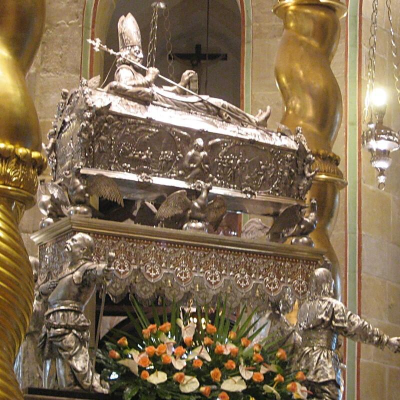 Wykonany ze srebra relikwiarz św. Wojciecha w pełnej krasie - w Katedrze Gnieźnieńskiej
