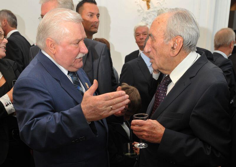 Pałac Opatów, październik - 2011 r. Przyjecie urodzinowe z okazji 68 urodzin Lecha Wałęsy. W rozmowie z byłym prezydentem Tadeusz Mazowiecki