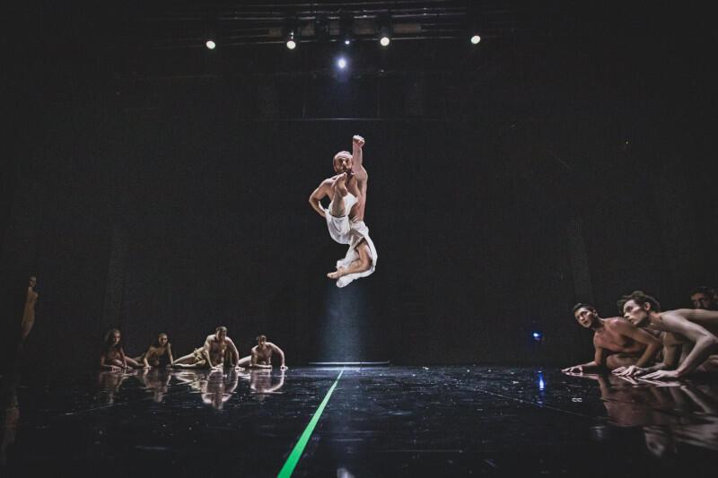 """""""Judyta""""/""""Syn marnotrawny""""/""""Święto wiosny"""" - trzy na pozór odrębne historie opowiedziane zostaną językiem teatru tańca i teatru operowego. Nz. Filip Michalak, tancerz Opery Bałtyckiej"""