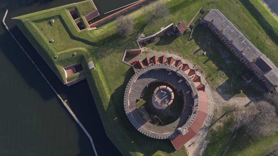 Muzeum Gdańska ogłosiło kolejny przetarg związany z Twierdzą Wisłoujście. Tym razem postępowanie dotyczy prac ratunkowych północnego muru oporowego