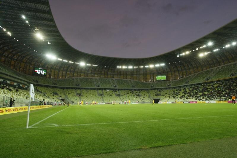 Specjaliści z UEFA dobrze ocenili murawę na gdańskim stadionie - otrzymała od nich cztery punkty w skali 5-stopniowej. Teraz został miesiąc, by nad nią jeszcze popracować. Gdańsk Arena Operator zadba o to, by w dniu meczu murawa była na piątkę