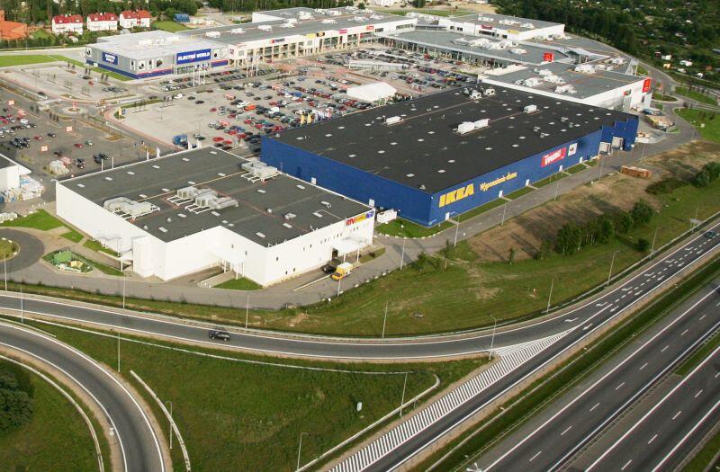 Centrum Handlowe Matarnia. Punkt szczepień drive-thru zlokalizowano obok sklepu IKEA