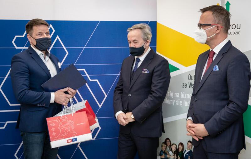 Od lewej: Jarosław Hałabiś - prezes Profit4You, Roland Budnik - dyrektor Gdańskiego Urzędu Pracy, oraz Tomasz Limon - dyrektor zarządzający Pracodawców Pomorza