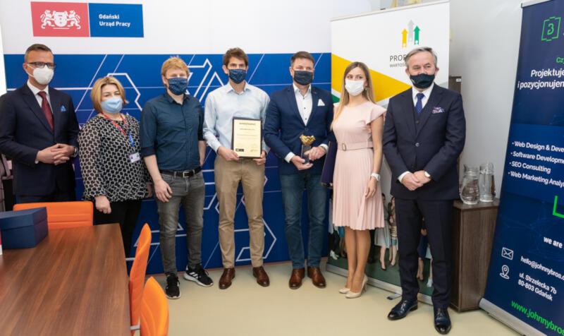 Laureaci 3. edycji konkursu Pracodawca Przyjazny Cudzoziemcom oraz przedstawiciele organizatorów - Gdańskiego Urzędu Pracy i Pracodawców Pomorza