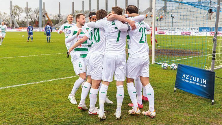 Piłkarze Lechii w piątek, 30 kwietnia, wygrali w Płocku z Wisłą 3:1. Na dzień 2 maja zajmują w ekstraklasie czwarte miejsce premiowane występem w europejskich pucharach