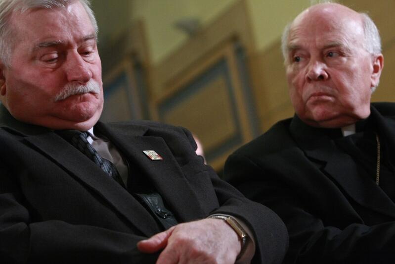 Z Lechem Wałęsą podczas konferencji naukowej W przededniu wielkiej zmiany. Okrągły Stół , która była poświęcona 20. rocznicy obrad Okrągłego Stołu; Uniwersytet Gdański, 31 marca 2009 roku