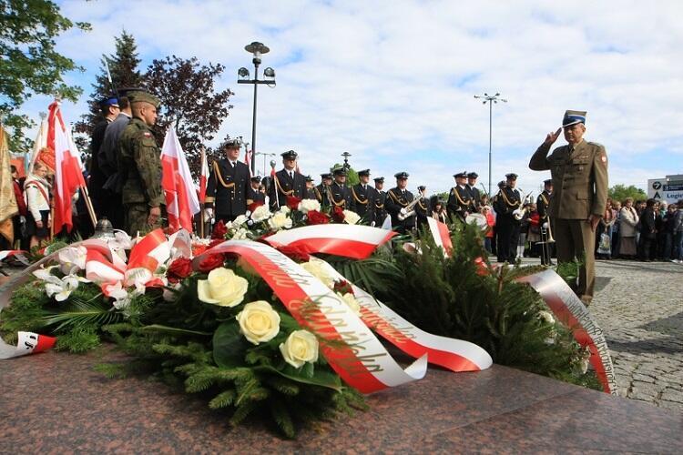Program tegorocznych uroczystości majowych został okrojony z powodu pandemii, do złożenia kwiatów w miejscach pamięci i przemówień przedstawicieli organizatorów