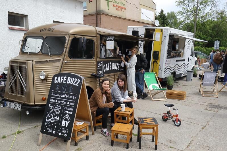 Rynek w Oliwie to nie tylko przestrzeń, gdzie kupimy świeżą żywność, ale i miejsce relaksu i spotkań towarzyskich