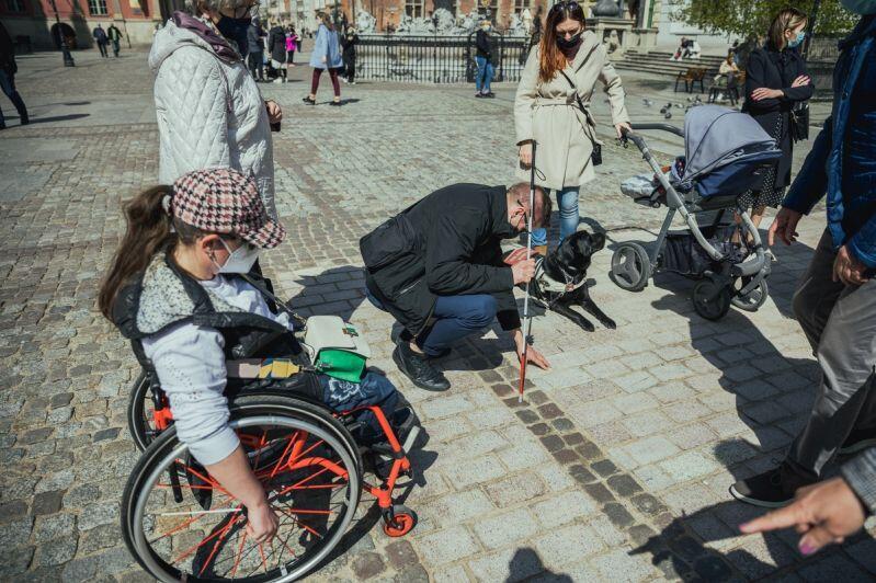 Nowa nawierzchnia została przetestowana przez osoby z niepełnosprawnościami i matki z wózkami dziecięcymi