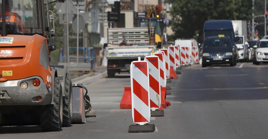 Prace będą wymagały wprowadzenia miejscowych zawężeń jezdni i ruchu wahadłowego