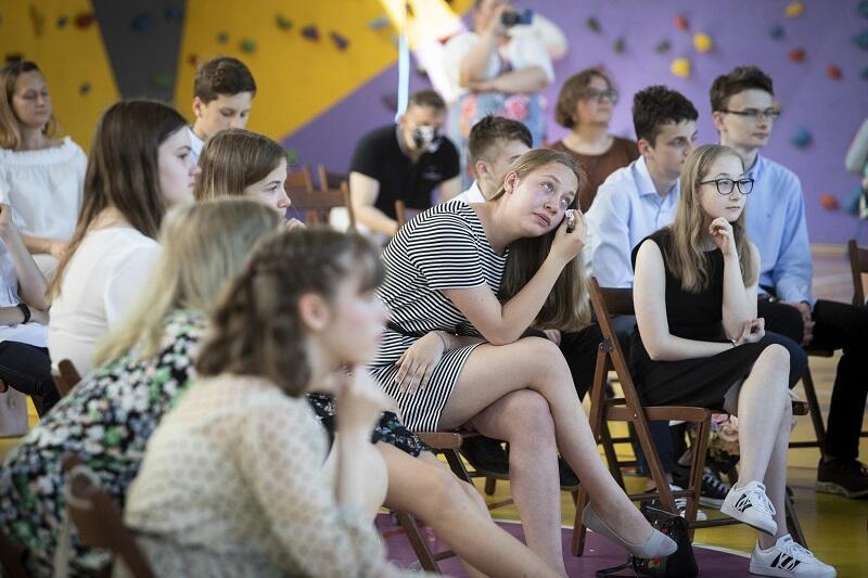 Rozdanie świadectw na zakończenie roku szkolnego w Szkole Podstawowej nr 27 w Gdańsku, czerwiec 2020
