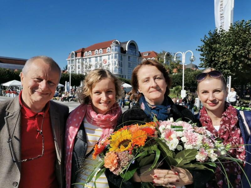 Rodzina Starościaków - od lewej: Jacek, córka Magdalena, Dorota, córka Katarzyna. Zdjęcie wykonane w Sopocie 22 września 2019 roku, przy okazji 70. urodzin Doroty Starościak