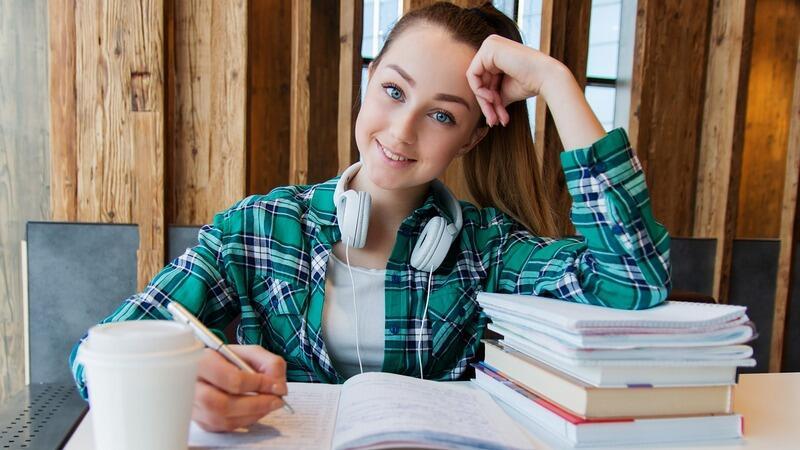 Kandydaci do publicznych młodzieżowych szkół ponadpodstawowych mogą składać dokumenty do pięciu szkół. W związku z istniejącym zagrożeniem epidemicznym wniosek może zostać przesłany pocztą lub złożony online przez ePUAP