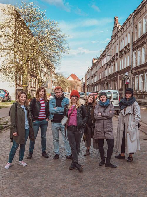 Nad projektem IV edycji festiwalu Open House pracowali wspólnie, na zdjęciu od lewej: Aneta Lehmann, Melania Szymerowska, Diana Lenart, Alicja Gołata, Tomasz Kośmider, Maria Chojnacka i Marta Zawadzka