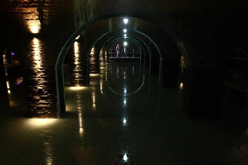Zbiornik Wody Stara Orunia zachwyca tajemniczym wnętrzem