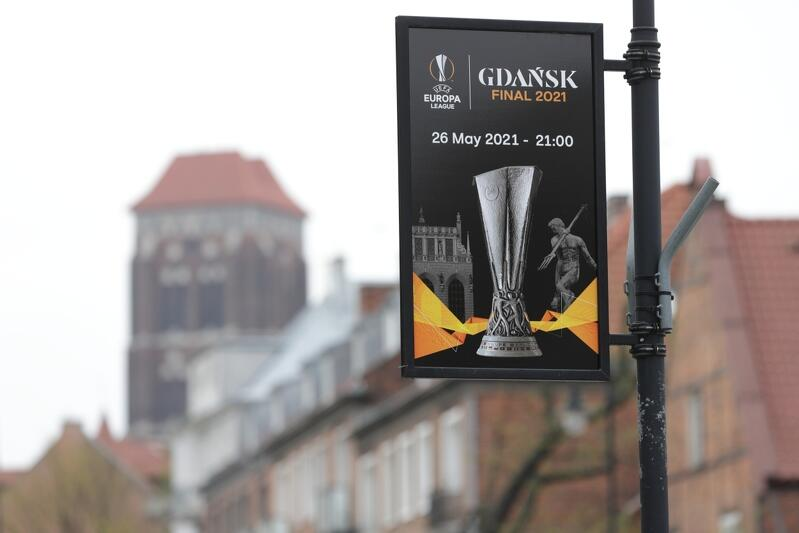 Na razie o ulicach Gdańska o finale Ligi Europy przypominają banery. W środę, 26 maja, pojawią się kibice, ale z powodu trwającej pandemii nie będzie ich tak dużo, jak przed dziewięciu laty, na EURO 2012