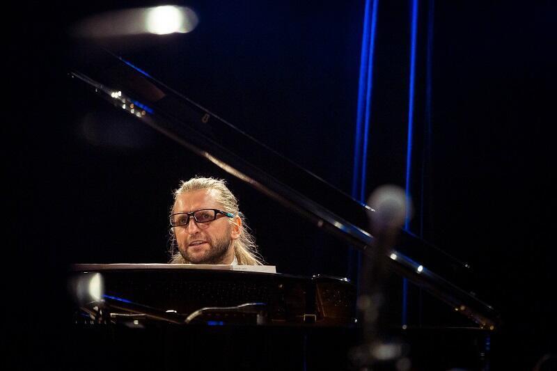 Leszek Możdżer to niekwestionowana gwiazda polskiej pianistyki. Występ wirtuoza uświetni finał Gdańskiego Festiwalu Muzycznego