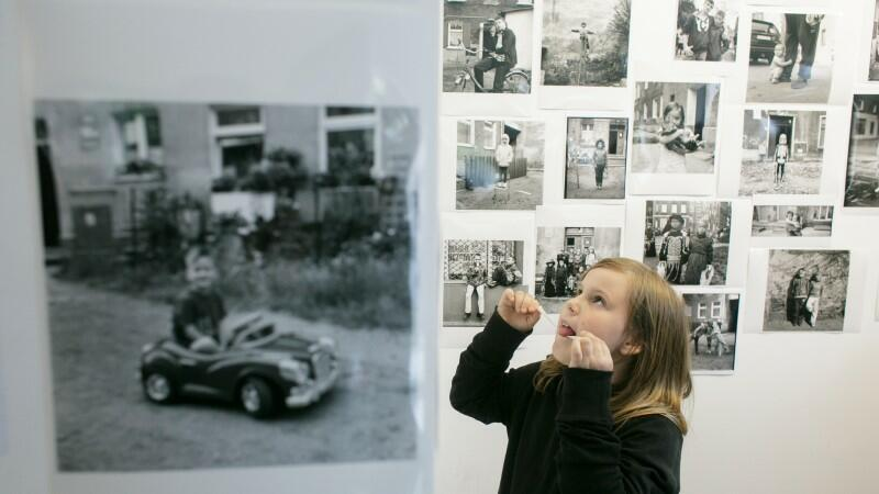 Gosi Trzaskoś, fotografuje dzieci z Nowego Portu. Jej prace można obejrzeć również dzisiaj