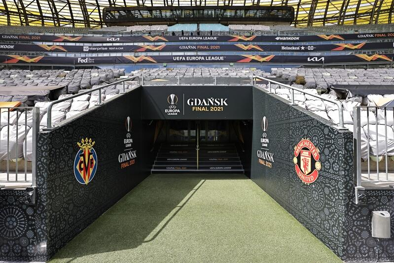 Wyjście na murawę Polsat Plus Areny Gdańsk. To tędy piłkarze Villarrealu i Manchesteru United wybiegną na boisko w środę, 26 maja