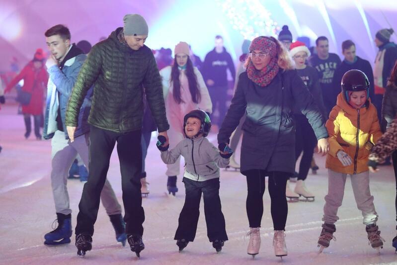 Gdańszczanie lubią jeździć na łyżwach - by się o tym przekonać, wystarczy zajrzeć w sezonie na Lodowisko Miejskie na Placu Zebrań Ludowych. Nowe lodowisko na Ujeścisku-Łostowicach na pewno będzie cieszyło się dużym zainteresowaniem