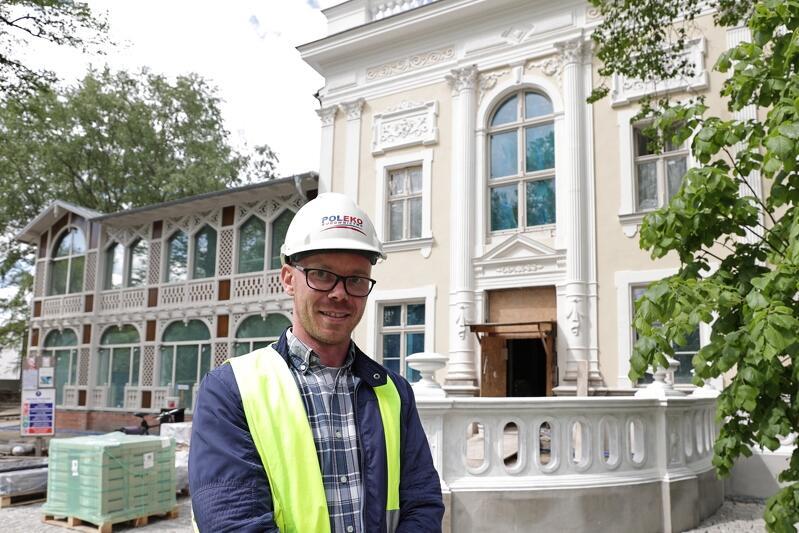 Naszym przewodnikiem po budowie był Łukasz Raszkowski, kierownik robót w Domu Zdrojowym z firmy Poleko, która jest wykonawcą remontu