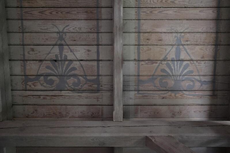 Rekonstrukcja wzorów zdobiących deskowanie stropów przy laubzekinach