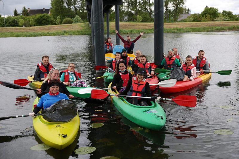 Uczestnicy akcji ekokajak na wodzie
