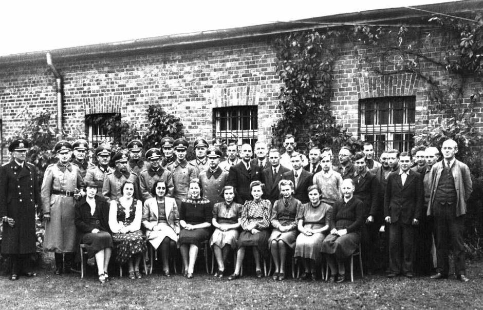 Pracownicy oliwskiego archiwum w 1940 roku