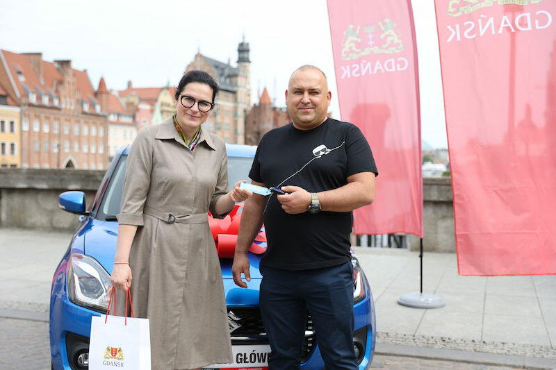 W środę, 2 czerwca, Aleksandra Dulkiewicz - prezydent Gdańska przekazała Tomaszowi Urbankowi kluczyki do samochodu, który był główną nagrodą w 5. edycji loterii PIT w Gdańsku. Się opłaca