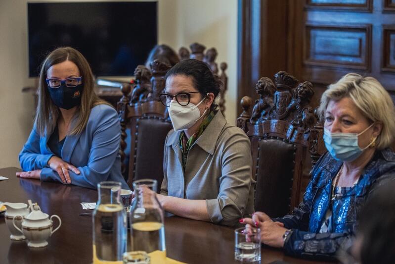 Agnieszka Owczarczak przewodnicząca Rady Miasta Gdańska, Aleksandra Dulkiewicz prezydent Gdańska, Cornelia Pieper konsul generalna Niemiec w Gdańsku