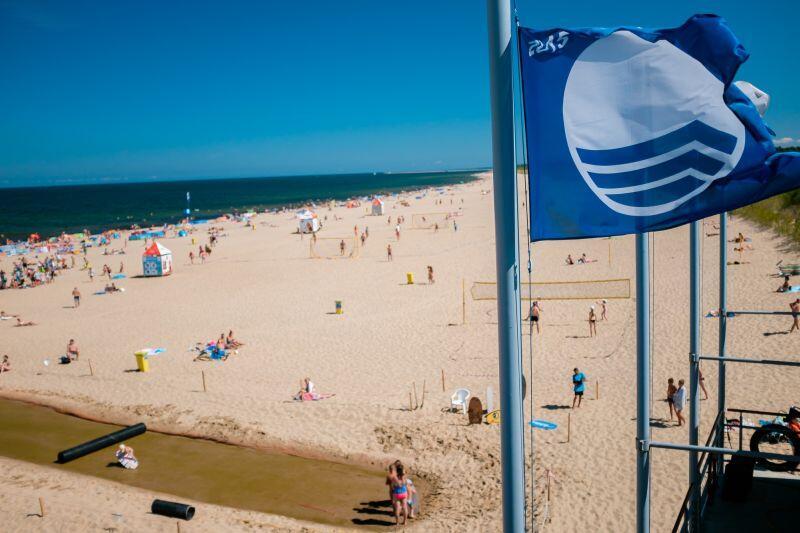 Błękitna flaga to znak najwyższej jakości dla kąpieliska i przystani, to świadectwo, że spełniają one normy dotyczące jakości wody, bezpieczeństwa i działań proekologicznych