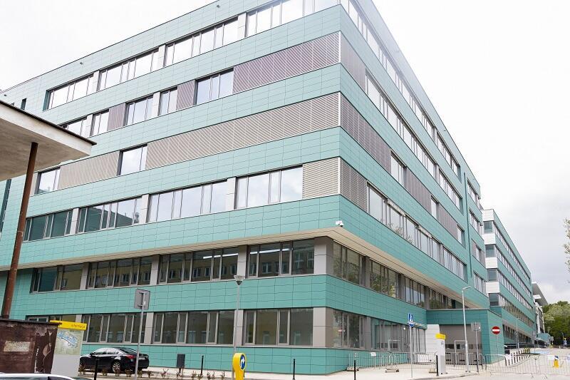 W nowowybudowej części Centrum Medycyny Nieinwazyjnej Uniwersyteckiego Centrum Klinicznego pierwsi pacjenci leczeni będą jeszcze w 2021 roku