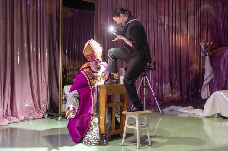Balkon w reż. Jana Klaty. Krzysztof Matuszewski (w roli Biskupa) zanurzy się w rzeczywistość Geneta po raz drugi