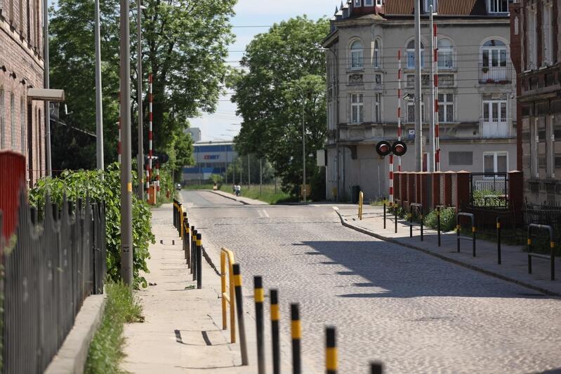 Prace modernizacyjne chodników prowadzone będą na odcinku ok. 150 metrów - od przejazdu kolejowego do Traktu św. Wojciecha