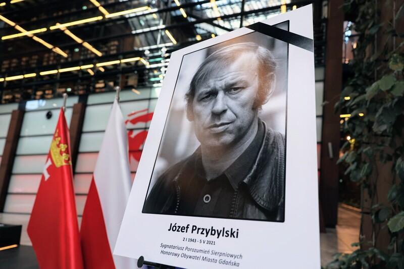 Księga kondolencyjna Józefa Przybylskiego została wyłożona w Europejskim Centrum Solidarności