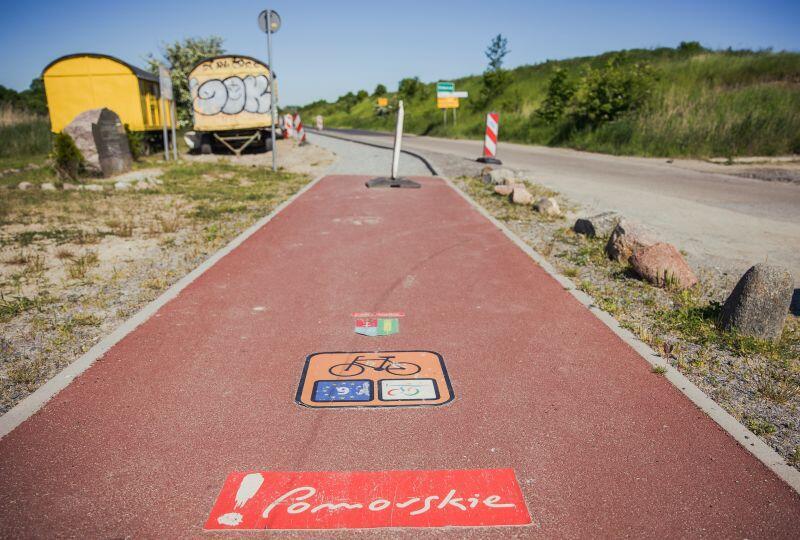 Błotnik, gmina Cedry Wielkie - miejsce, w którym spotykają się dwie drogi rowerowe