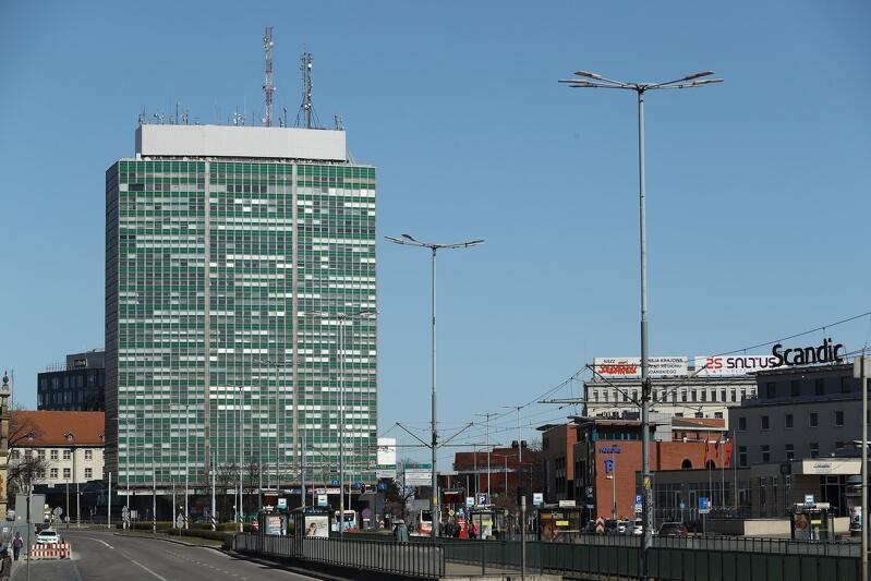 Zieleniak - to jedno z wieloletnich miejsc ekspozycji reklamy wielkoformatowej w Gdańsku, uchwała krajobrazowa wyklucza jego fasadę jako miejsce wieszania billboardów