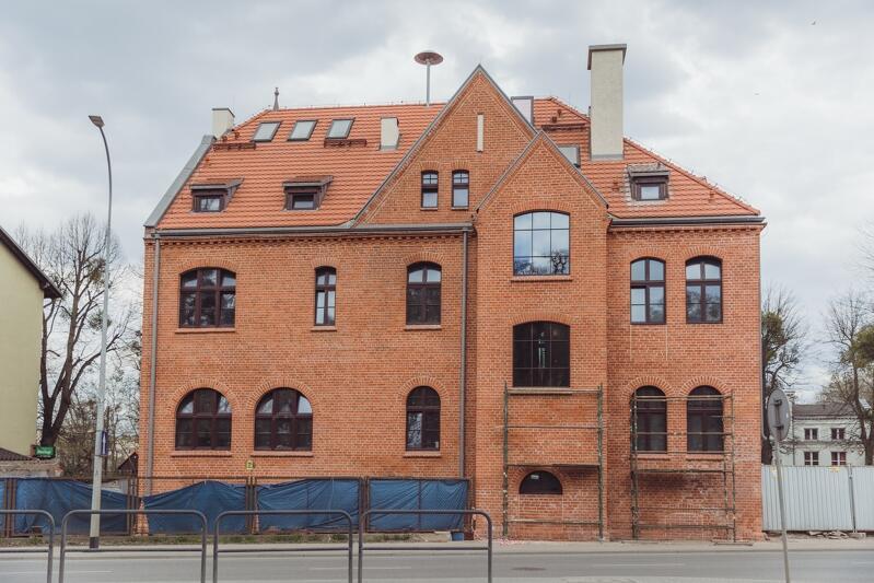 Zabytkowy budynek dawnego ratusza zostanie ponownie otwarty dla lokalnej społeczności jesienią br. (widok na ratusz od strony Traktu Św. Wojciecha)
