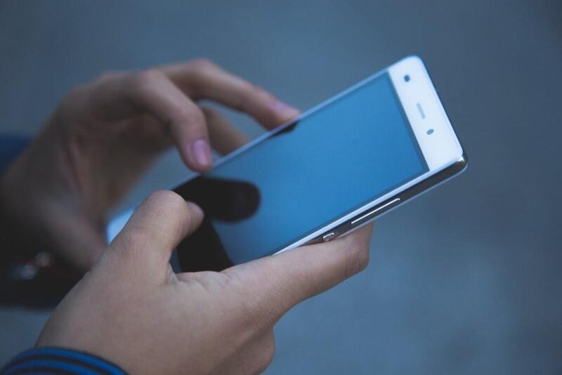 Telefon komórkowy, dłoń