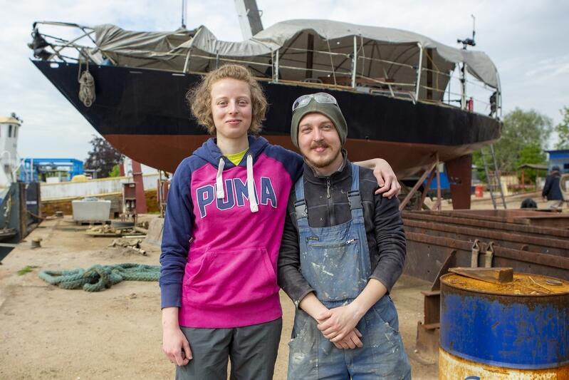 Kaja i Szymon - młodzi żeglarze z ekipy wolontariuszy remontujących jacht Nasz Dom